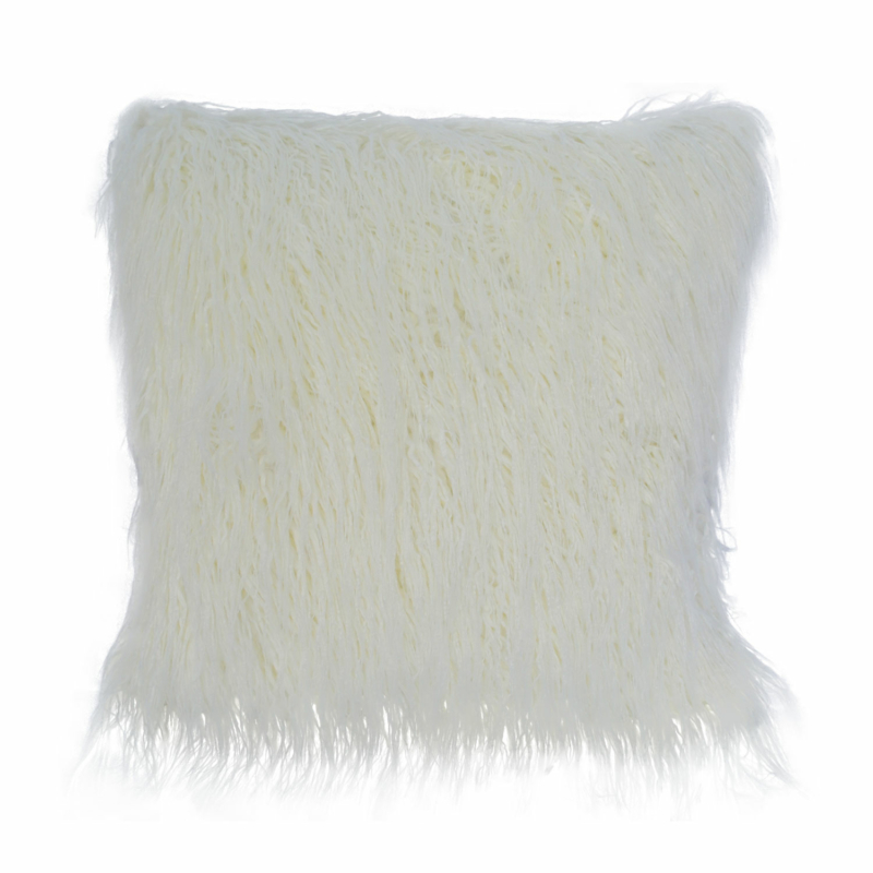 Fehér színű díszpárnahuzat- rövid szőrös
